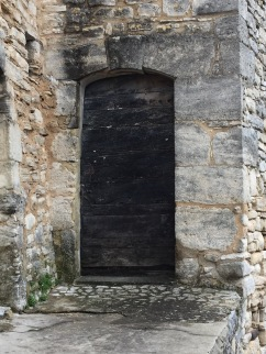 A door in Murs