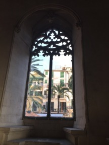 Window. Framing Llotja Palma