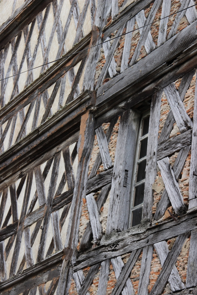 15th Century Building Confolons