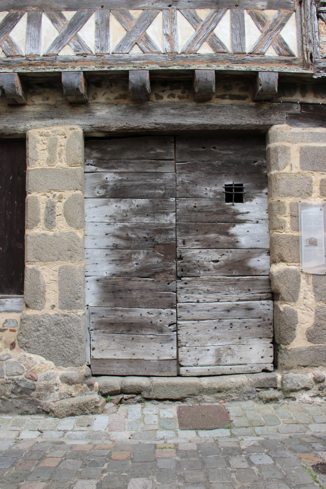 Door Confolens dated 1690